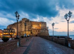 Naples, au cœur de la Méditerranée, est une ville aux mille