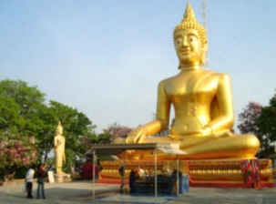 Je suis retraité et expatrié et je parle thai.